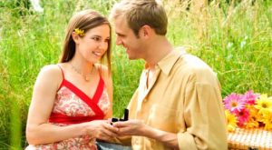 6 Memorable Ways to Propose to Your Girlfriend
