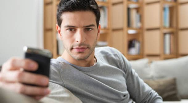 Text Messages that Men Should Never Send to a Woman